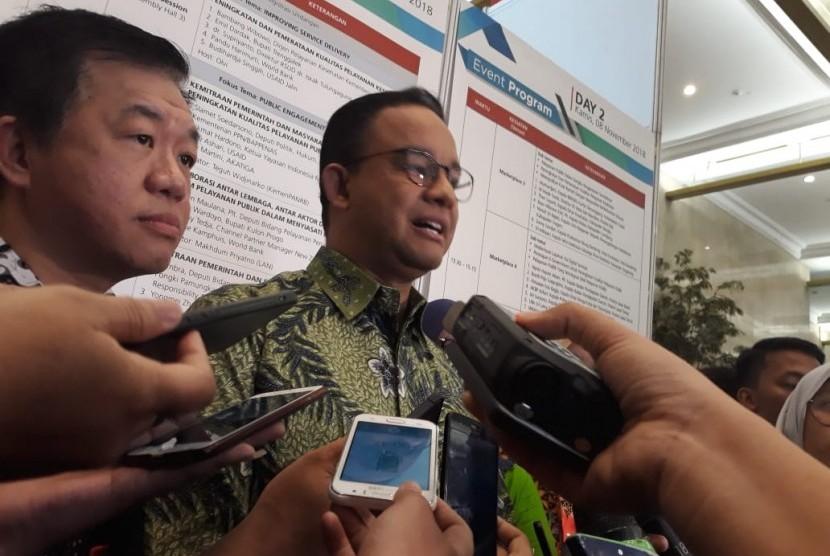 Gubernur DKI Jakarta Anies Rasyid Baswedan saat memberikan keterangan di Jakarta Convention Centre, Senayan, Jakarta Pusat, Rabu (7/11).