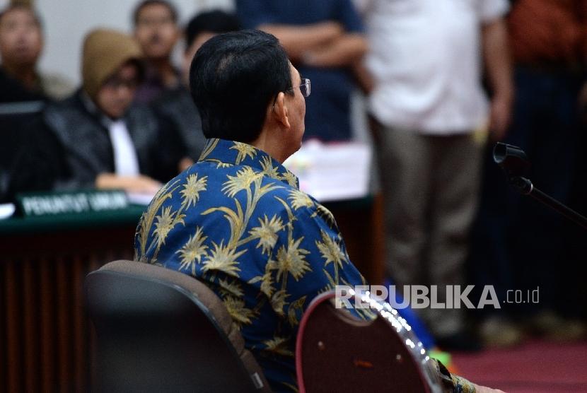 Gubernur DKI Jakarta nonaktif Basuki Tjahaja Purnama atau Ahok menjalani sidang.