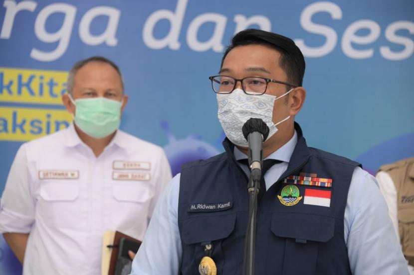 Gubernur Jabar Ridwan Kamil memimpin video konferensi bersama 7 daerah penerima vaksin Tahap I Termin I dilanjutkan konferensi pers terkait kesiapan vaksinasi Jabar, di Gedung Pakuan, Kota Bandung, Rabu (13/1)