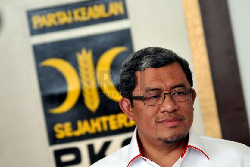 Gubernur Jawa Barat Ahmad Heryawan memberikan keterangan kepada wartawan disela acara Musyawarah XI Majelis Syuro PKS di DPP PKS, Jakarta, Sabtu (1/2). (Republika/Prayogi)
