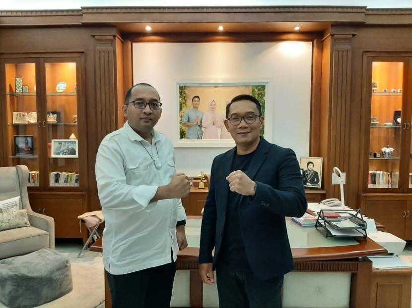 Gubernur Jawa Barat (Jabar) M Ridwan Kamil alias Kang Emil bertemu Sekjen DPP Partai Priboemi, Heikal Safar di Kota Bandung, Jabar, Ahad (26/9).