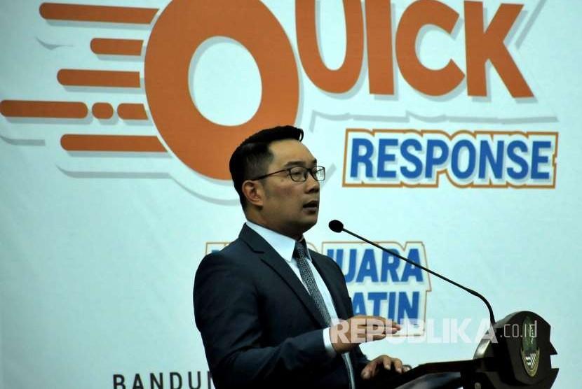 Gubernur Jawa Barat Ridwan Kamil (Emil) memberikan sambutan saat peluncuran program Jabar Quick Response di Gedung Sate, Kota Bandung, Selasa (18/9).