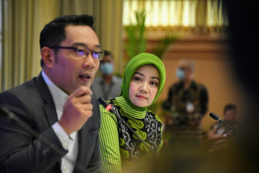 Gubernur Jawa barat  Ridwan Kamil, ketika meluncurkan aplikasi PIKOBAR.