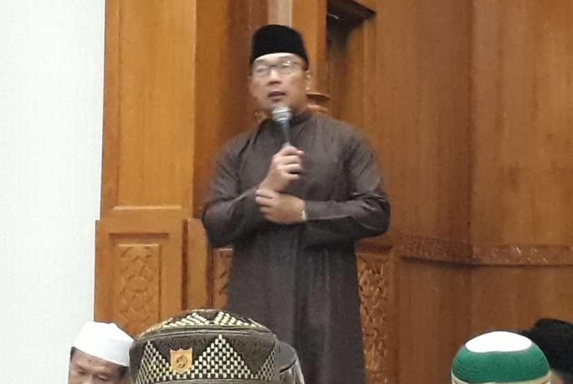 Gubernur Jawa Barat, Ridwan Kamil menghadiri Subuh Keliling (Suling) di Masjid Al Ikhlas, Parungbingung, Depok, Sabtu (6/10).