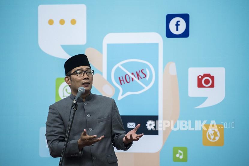 Gubernur Jawa Barat Ridwan Kamil menyampaikan arahannya saat peresmian Jabar Saber Hoaks di Gedung Sate, Bandung, Jawa Barat, Jumat (7/12/2018).