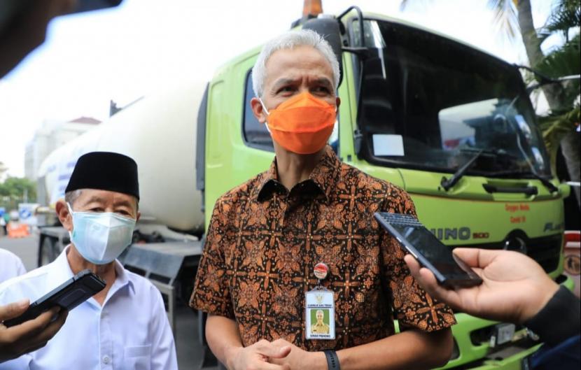 Gubernur Jawa Tengah, Ganjar Pranowo (kanan)
