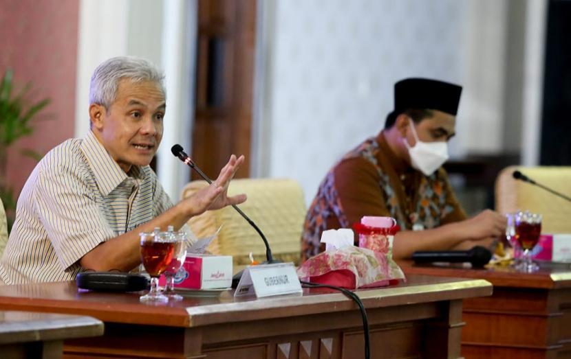 Gubernur Jawa Tengah, Ganjar Pranowo (kiri).