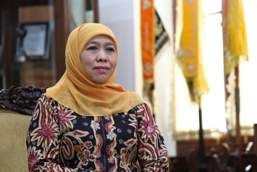 Gubernur Jawa Timur (Jatim) Khofifah Indar Parawansa, berdoa untuk KH Nawawi Abdul Djalil