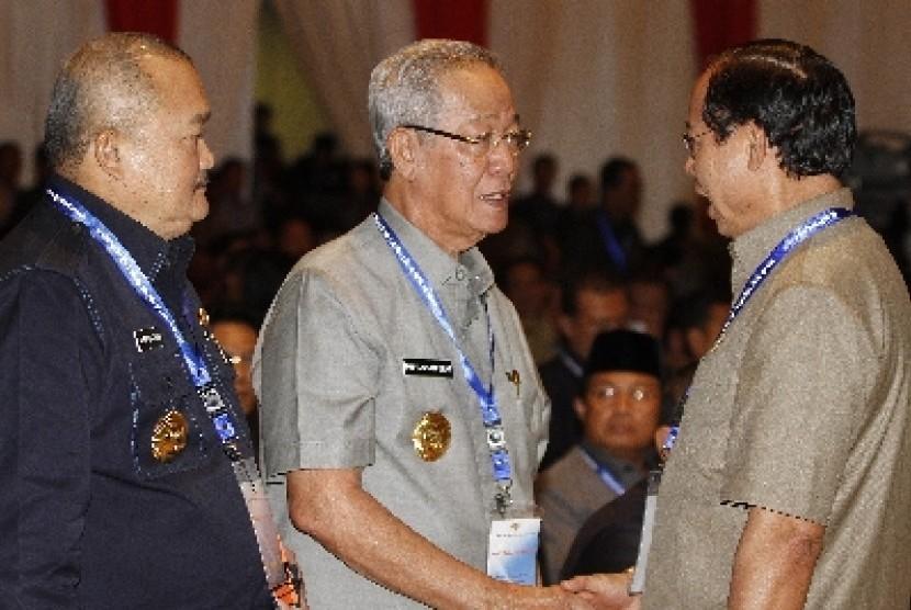 Gubernur Kepri, Muhammad Sani (tengah)