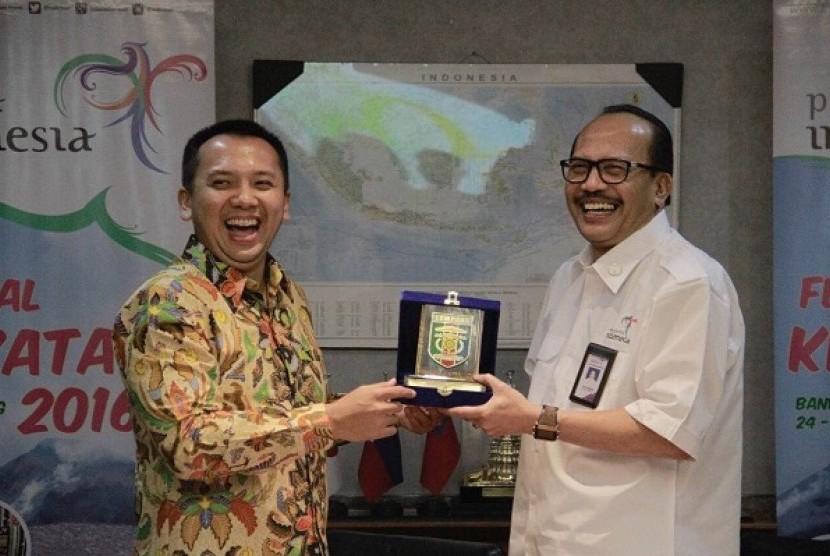 Gubernur Lampung, Ridho Ficardo dan Sekjen Kemenpar Ukus Kuswara usai jumpa pers di Gedung Sapta Pesona, Kamis (18/8).