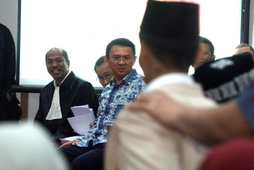 Gubernur DKI Jakarta nonaktif, Basuki Tjahaja Purnama alias Ahok hadir dalam persidangan dugaan penistaan agama di auditorium Kementerian Pertanian, Jakarta Selatan, Selasa (10/01).
