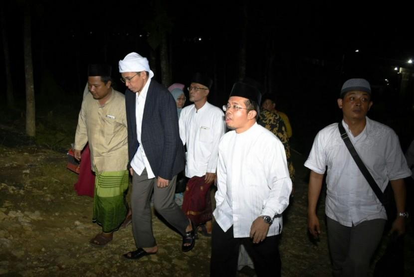 West Nusa Tenggara governor TGB Muhammad Zainul Majdi visits Fadllul Wahid Islamic boarding school, Bandungsari, Grobogan, Central Java, Sunday (Feb 18) night.