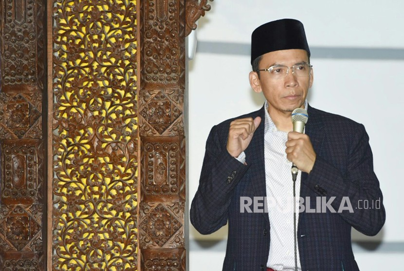Gubernur NTB TGB Muhammad Zainul Majdi mengisi kajian shubuh di Masjid Jami Lasem, Kabupaten Rembang, Jawa Tengah, Ahad (17/2).