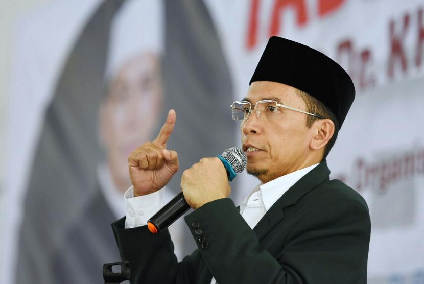 Gubernur NTB TGH Zainul Majdi atau Tuan Guru Bajang (TGB) memberikan tausyiahnya pada Tabligh Akbar bertajuk