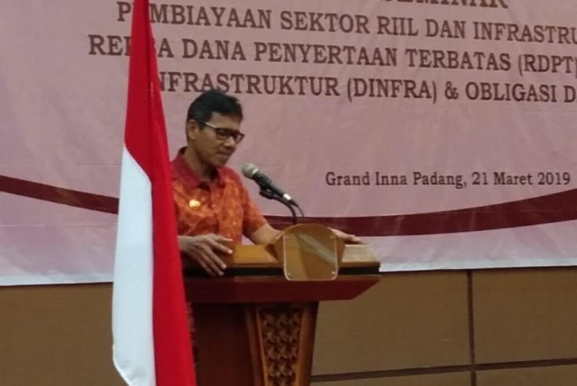 Gubernur Sumbar Irwan Prayitno di acara seminar OJK dengan tema Pembiayaan sektor riil dan infrastruktur Melalui RDPT, Dinfra dan Oblgasi Daerah'di Hotel Grand Inna Padang, Kamis (21/3).