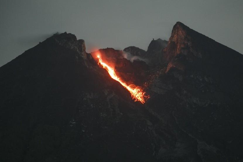 Mount Merapi seen from Bukit Klangon, Cangkringan, Sleman, Yogyakarta, Tuesday (Jan 15).