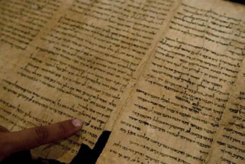Gulungan Laut Mati (Dead Sea Scrolls) yang ditampilkan di internet, Senin (26/9).
