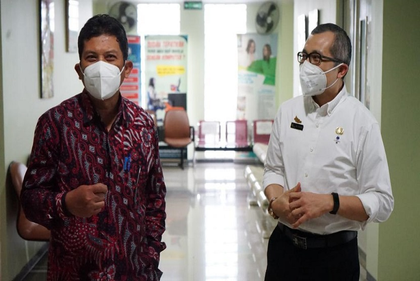 Guna memastikan antrean online berjalan dengan baik, Direktur Utama BPJS Kesehatan, Ali Ghufron Mukti melakukan kunjungan ke RSUD Ciawi.