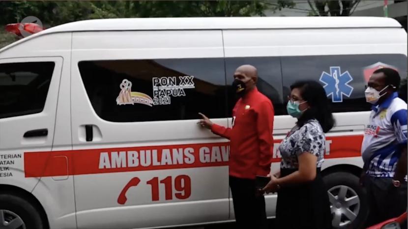 Guna mendukung penyelengaraan Pekan Olah raga Nasional (PON) XX Papua, Kementerian Kesehatan memberikan bantuan empat unit mobil ambulans bagi Pemerintah Kota Jayapura, Kamis (16/9).