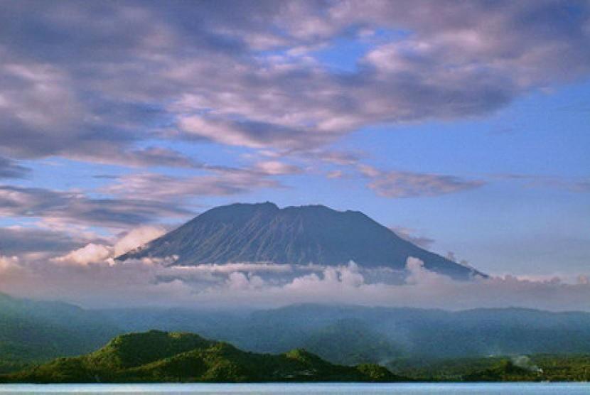Hasil gambar untuk Gunung Agung