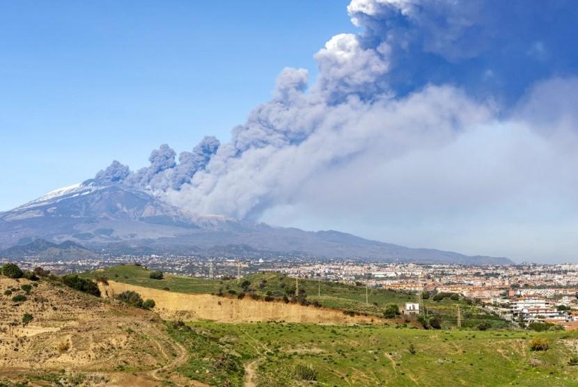 Bandara Catania Tutup Sementara Pasca Erupsi Gunung Etna Republika Online