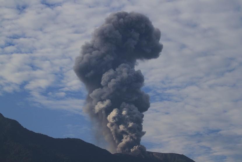 Mount Marapi spews thick grey volcanic ash seen from Jorong Koto Tuo, Nagari Balai Gurah, IV Angkek, Agam, West Sumatra, on Wednesday (May 2).
