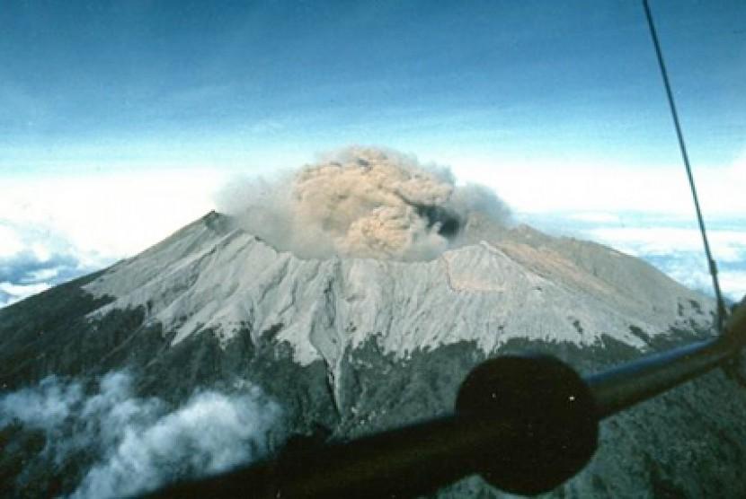 Bila Gunung Raung Meletus Lima Kecamatan Rawan Dampak Terbesar Republika Online