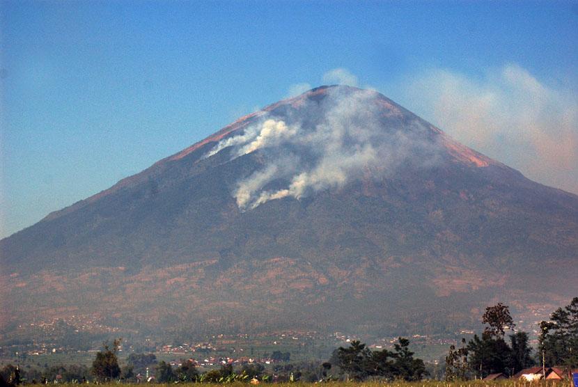 Gunung Sindoro di Temanggung, Jawa Tengah.