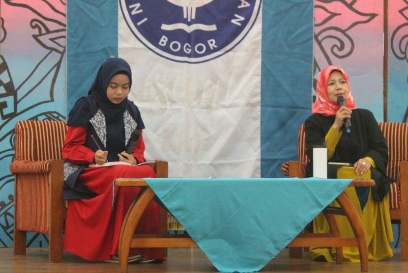 Guru Besar IPB di bidang keluarga, Prof  Dr  Euis Sunarti (kanan) mengupas soal LGBT di kampus IPB Dramaga, Bogor.