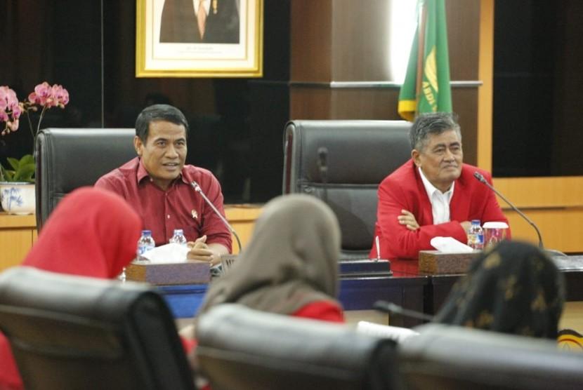 Guru Besar Universitas Hasanuddin (UNHAS) Prof Saleh Pallu yang berkunjung ke kantor Kementan, Senin (5/11)