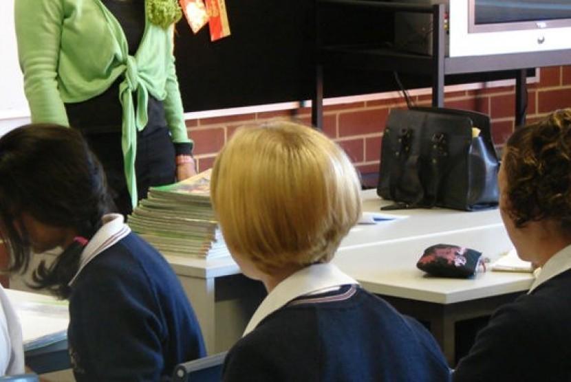 Guru dan murid di kelas sebuah sekolah di Australia.