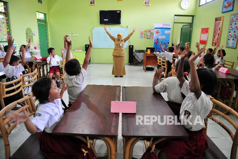 Guru mengajar (ilustrasi)
