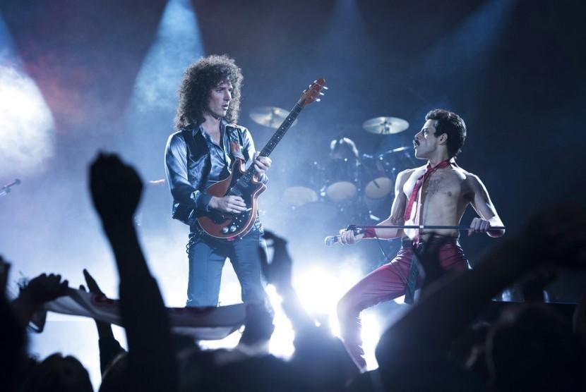 Gwilym Lee (kiri) dan Rami Malek dalam film Bohemian Rhapsody.