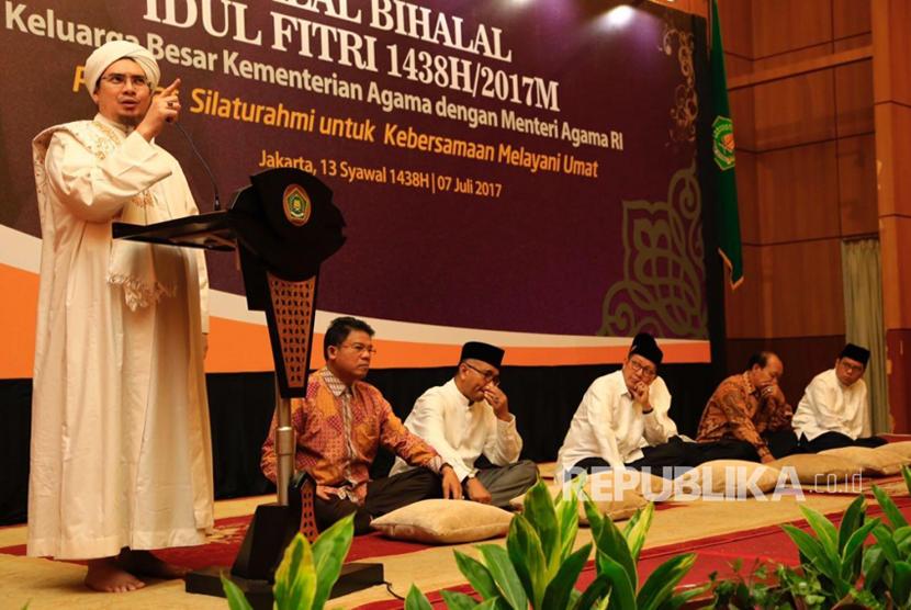 Habib Jindan memberikan ceramah