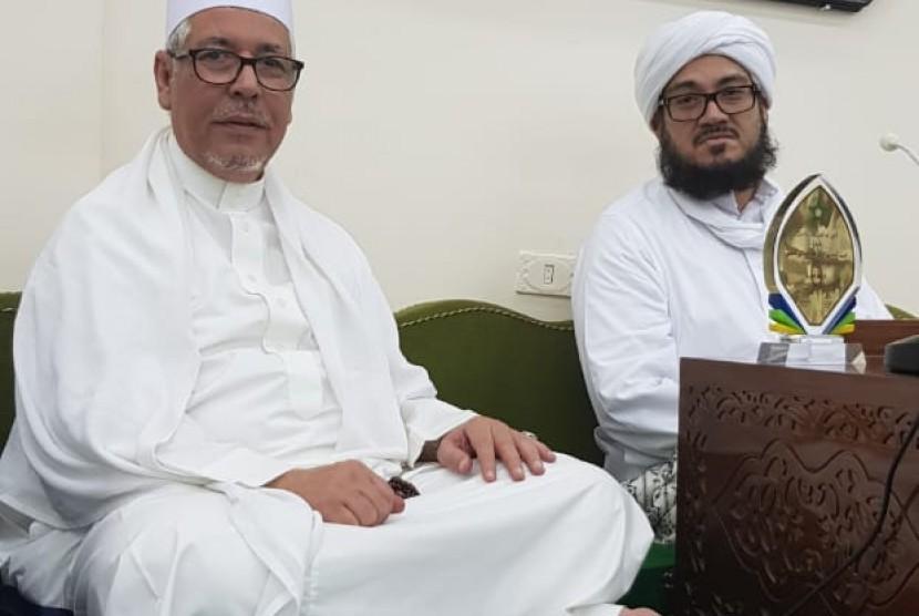 Habib Zen bin Smith (kiri)