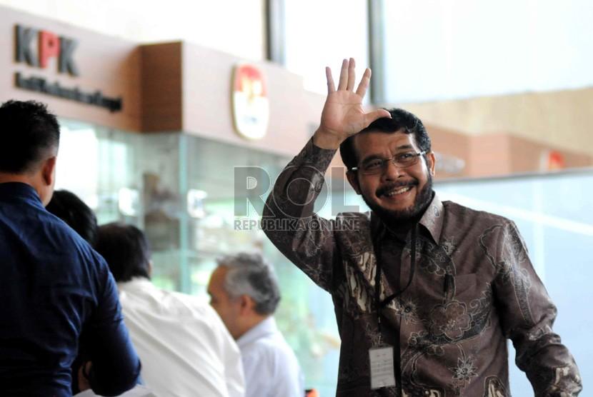 Hakim Mahkamah Konstitusi (MK) Anwar Usman mendatangi gedung KPK, Jakarta, Rabu (16/10).  (Republika/ Wihdan)