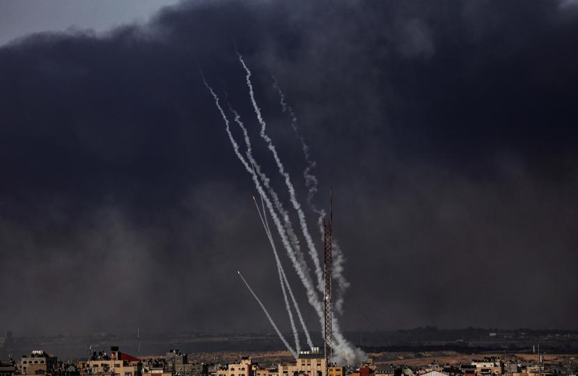 Hamas melakukan aksi balasan terhadap Israel dengan mengirimkan 130 roket ke Tel Aviv.