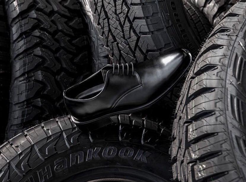 Hankook Tire melakukan daur ulang ban menjadi sepatu