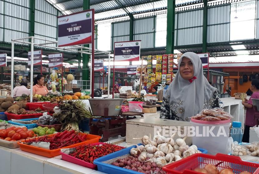 Harga pangan di Pasar Klojen, Kota Malang relatif stabil, Jumat (26/4).  Kenaikan harga hanya terjadi pada cabai merah.