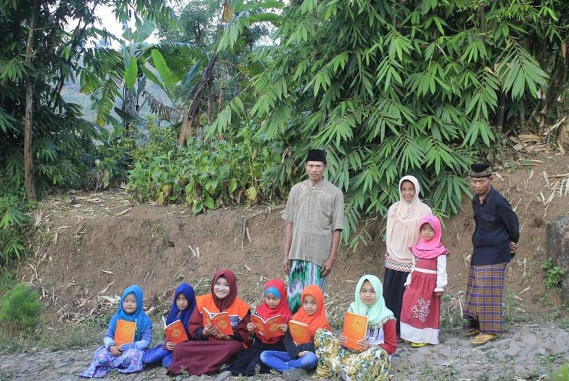 Hari ke-14 Ramadhan kemarin Rumah Zakat kembali mendistribusikan Paket Syiar Quran.