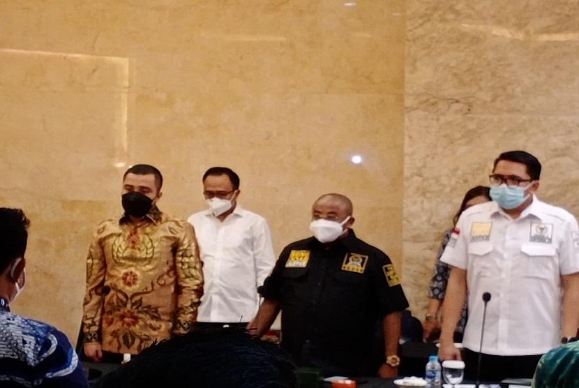 Hari kedua kunjungan kerja (Kunker) Komisi III DPR RI ke DKI Jakarta, bertemu dengan Polda Metro dan Badan Narkotika Provinsi (BNP) DKI Jakarta. Saat melakukan pertemuan di Polda Metro, Jakarta, Jumat (19/2), Anggota komisi hukum DPR RI dari Fraksi Partai Keadilan Sejahtera (F-PKS), Aboe Bakar Alhabsyi menanyakan soal