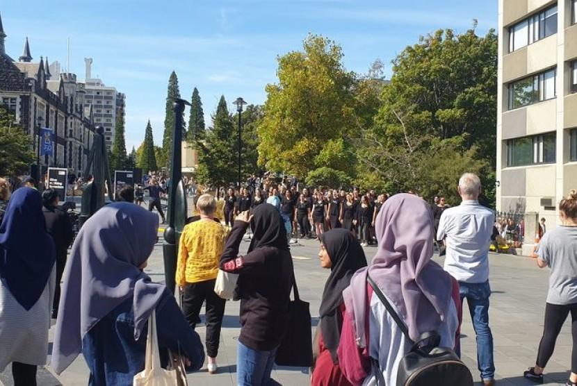Hari solidaritas hijab di Dunedin, Selandia Baru untuk membuat muslimah nyaman usai penembakan di masjid Christchurch, Kamis (21/3).