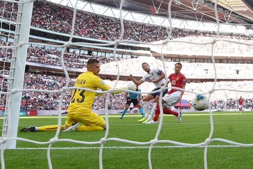 Harry Kane memcetak gol ke gawang Bulgaria dalam pertandingan Kualifikasi Euro 2020 di Stadion Wembley