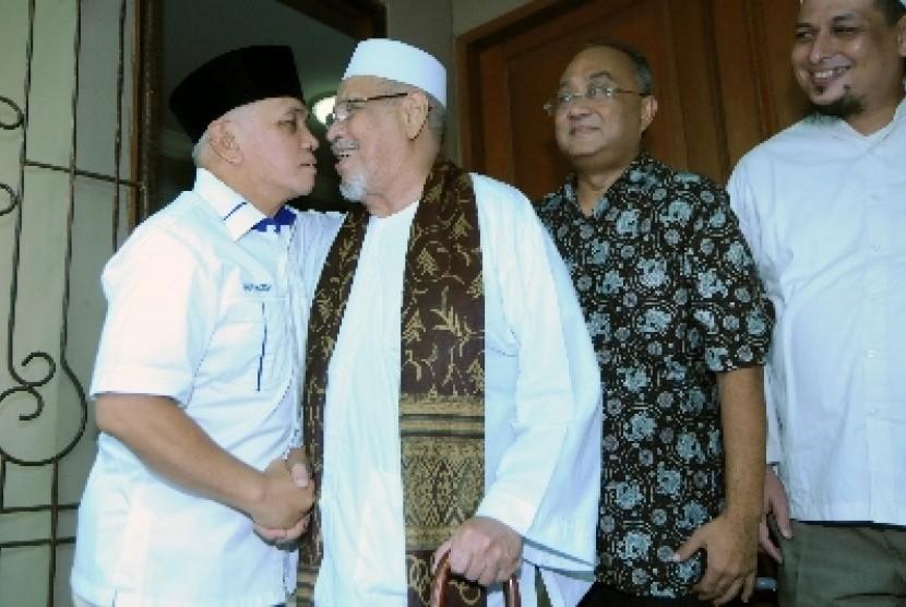Hatta Rajasa menemui Habib Ali bin 'Abdur Rahman al-Habsyi (Habib Kwitang) di kediamannya di Jakarta Pusat, Rabu (21/5).