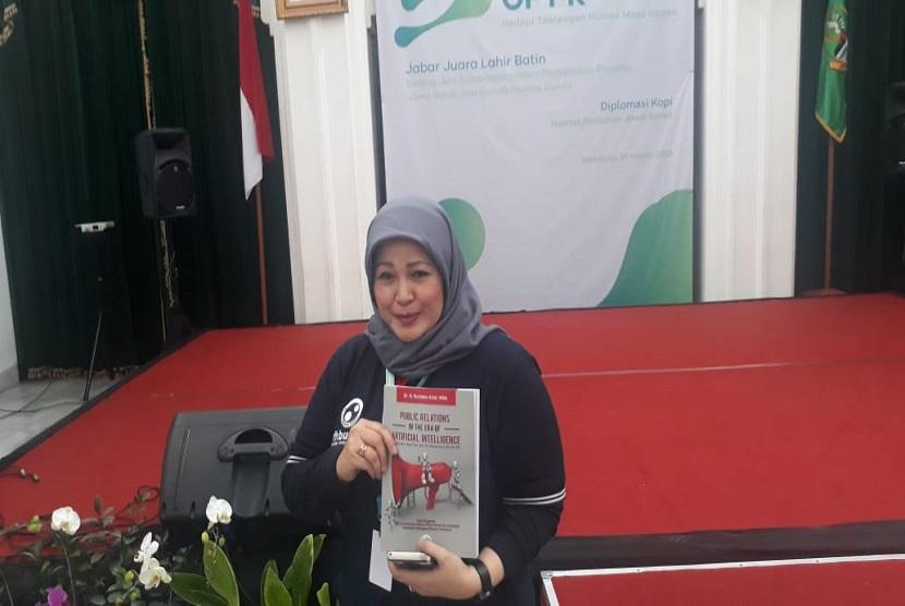 Head of Corporate Communications Bio Farma DR N Nurlaela Arief meluncurkan buku Public Relations In The Era of Artificial Intelligence.