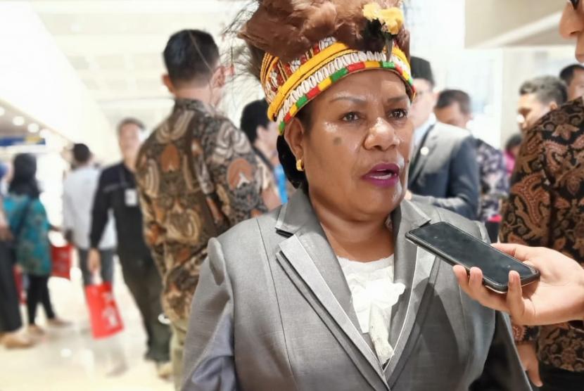 Helena B Anal (42 tahun) salah satu warga asal Mimika, Papua, yang hadir menyaksikan langsung pelantikan presiden di Gedung MPR, Jakarta.