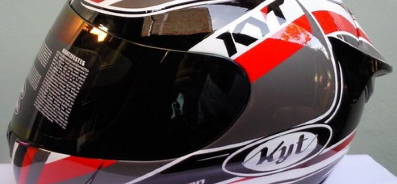 Helm merk KYT (ilustrasi).