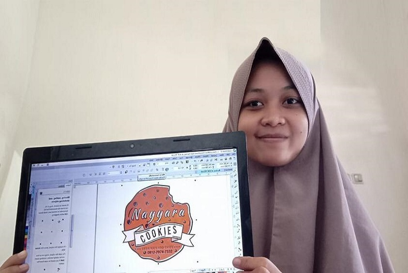 Herlina Citra Pebriani mahasiswi semester empat prodi Sistem Informasi Universitas BSI kampus Yogyakarta membuat usaha Jasa Desain.