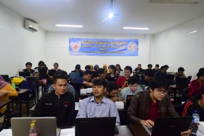 HIMMI AMIK BSI Jakarta memberikan pembekalan kepada mahasiswa tentang cara membangun bisnis startup sejak duduk di bangku kuliah.