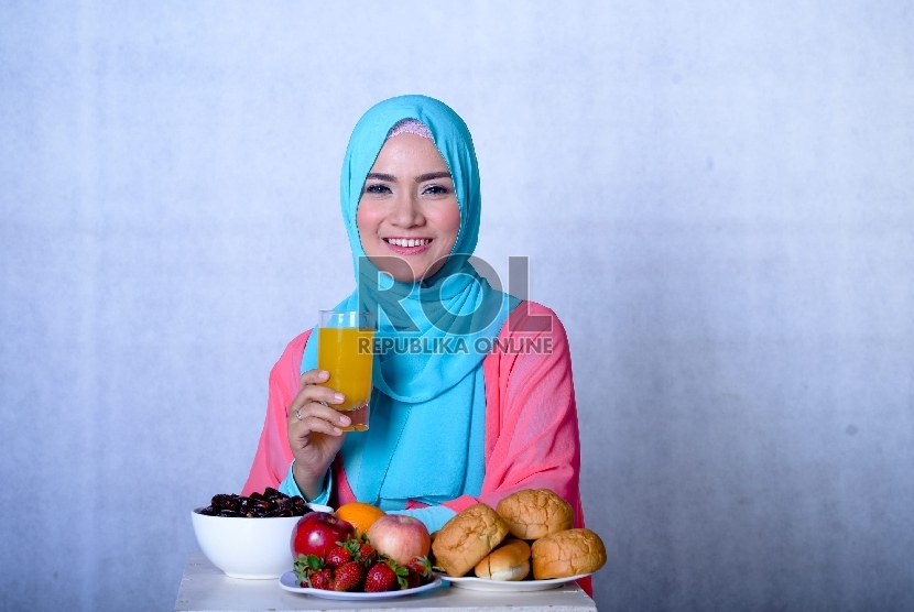 Hindari berlebih-lebihan saat berbuka, makan secukupnya dan bergizi seimbang lebih baik dan menyehatkan.
